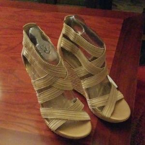 Jessica Simpson Champagne and White Stretch Wedges